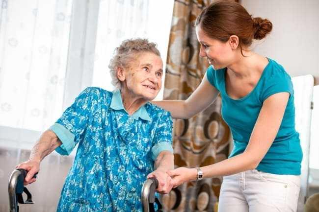 волонтер и пенсионерка