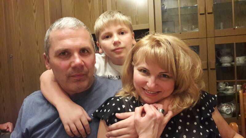 Это я с мужем и сыном перед болезнью