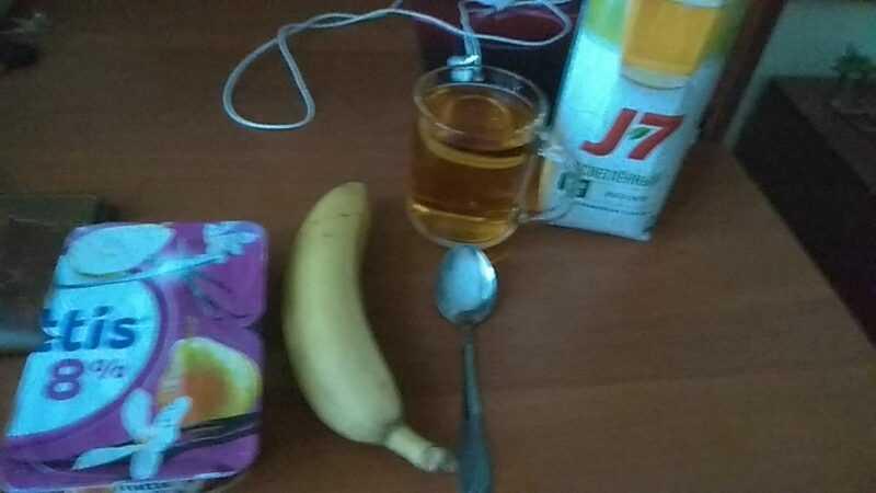 Это завтрак. Потихоньку начинаю нормально питаться, не тратя деньги на всякую дрянь