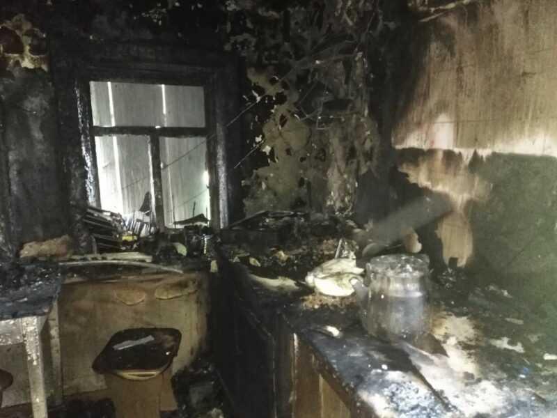 Комната сгорела вся мебель