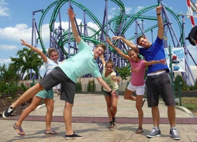 студенты летом на работе за границей