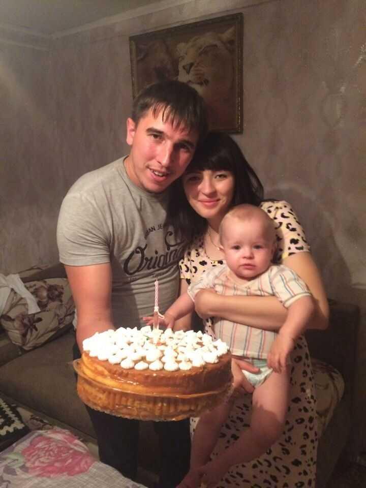 Моя семья один год дочке исполнилось отмечали всей семьей