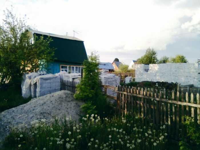 Участок и недостроенный дом